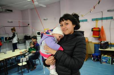 Prioridad. Aitana tiene 2 meses, pero Abril decidió seguir en el colegio. Foto Diego Waldmann