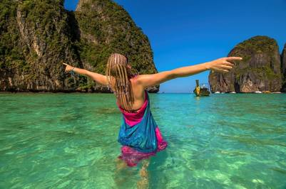 En el mar de Andamán, a una hora de Tailandia continental, Phi Phi cautiva con su agua verde magnífica (Getty Images).