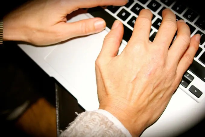 laptop-hands