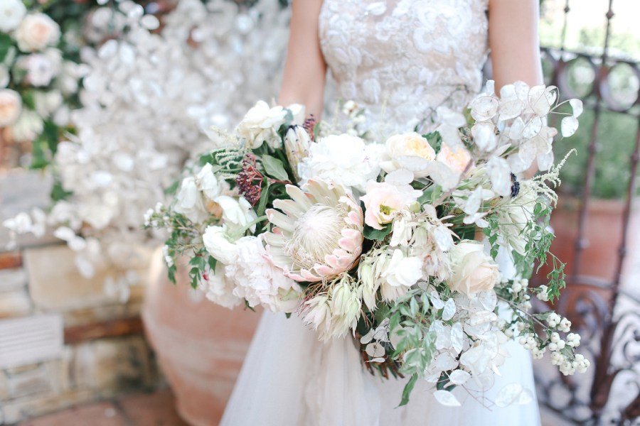 Cascading Bouquets: The '80s Trend That's Back In A BIG