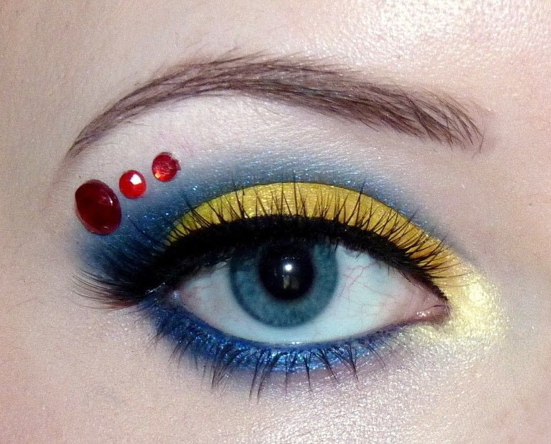Disney Princess Series Snow White How To Create A Two Toned Eye Makeup Look Beauty On Cut