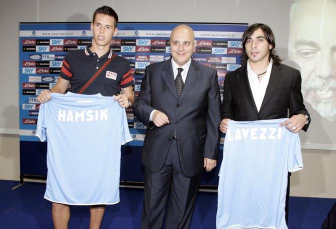 El Pocho Lavezzi e Marek Hamsik vengono presentati al Napoli il 6 luglio 2007 da Pierpaolo Marino | Numerosette Magazine