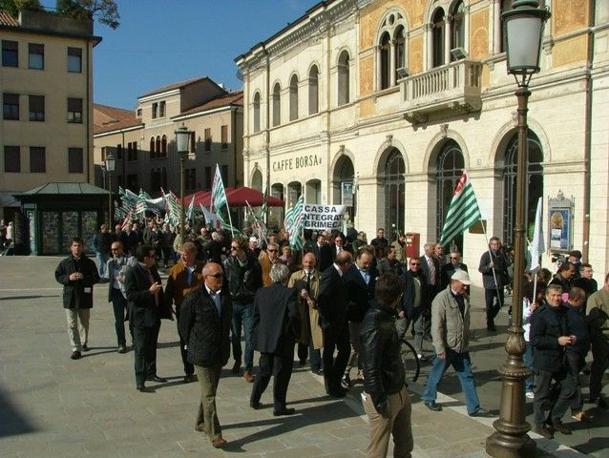 Manifestazione per chiedere «un cambiamento di passo al governo per stimolare la crescita»