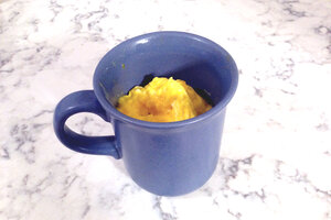 how to scramble eggs in a microwave