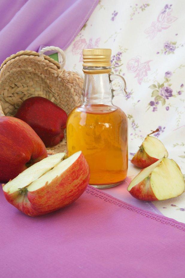 O vinagre de maçã é bom para mais do que apenas cozinhar e temperar uma salada.