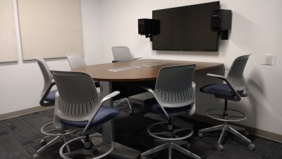 A room that can be reserved comes with chairs and monitors