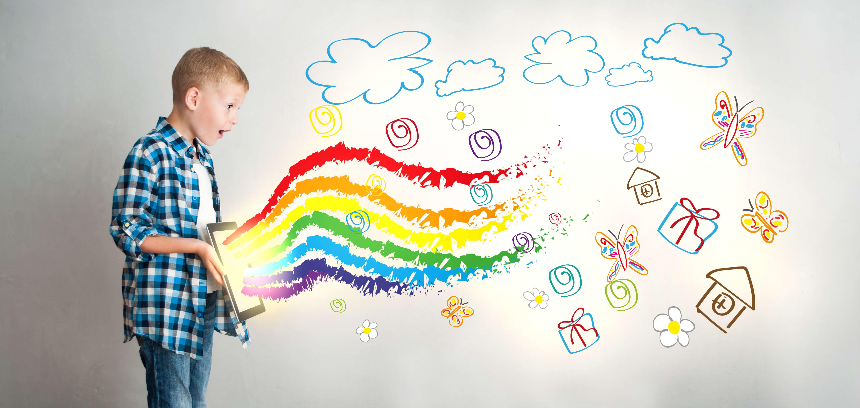 un niño apasionado por la codificación de aprendizaje de diseño