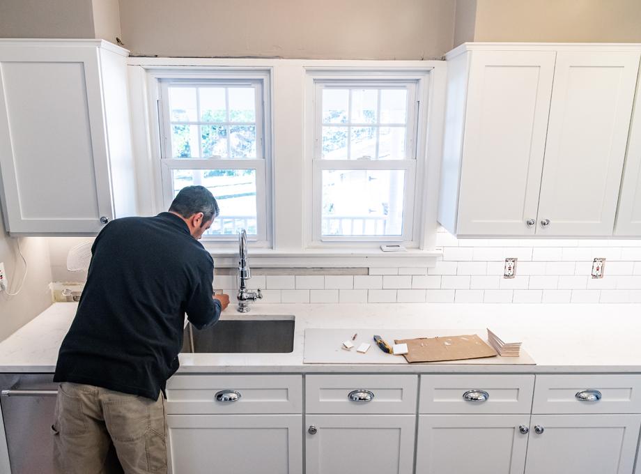 labor to install glass tile backsplash