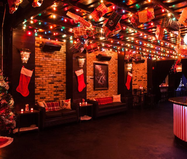 A Holiday Themed Bar Has Popped Up On Queen West This Weekend November 24 And Its Here To Stay For The Rest Of The Season Miracle On Queen Street