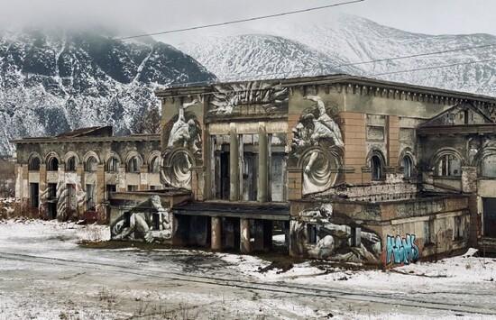 https://petermiyoung89.medium.com/the-abandoned-train-station-of-kirovsk-2e398bbde74d