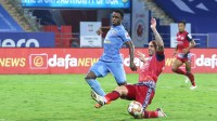 Can Ogbeche and Le Fondre click together for Mumbai? 10-man Jamshedpur FC ward off Mumbai's attacking riches!