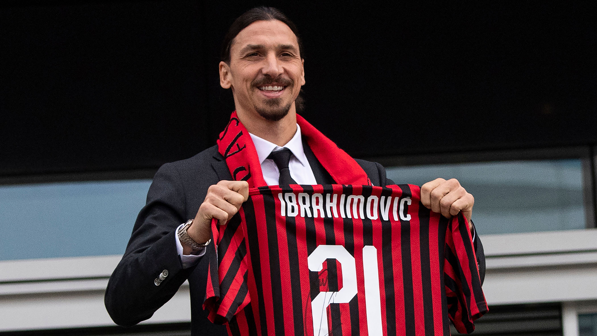 Veteran forward Zlatan Ibrahimovic is to stay at AC Milan for another season Italian media reported on Monday.  This is in a bid to help the once-mighty club end their long wait for a major trophy and return to the Champions League.  The charismatic Swede, who will be 39 in October, returned for […]