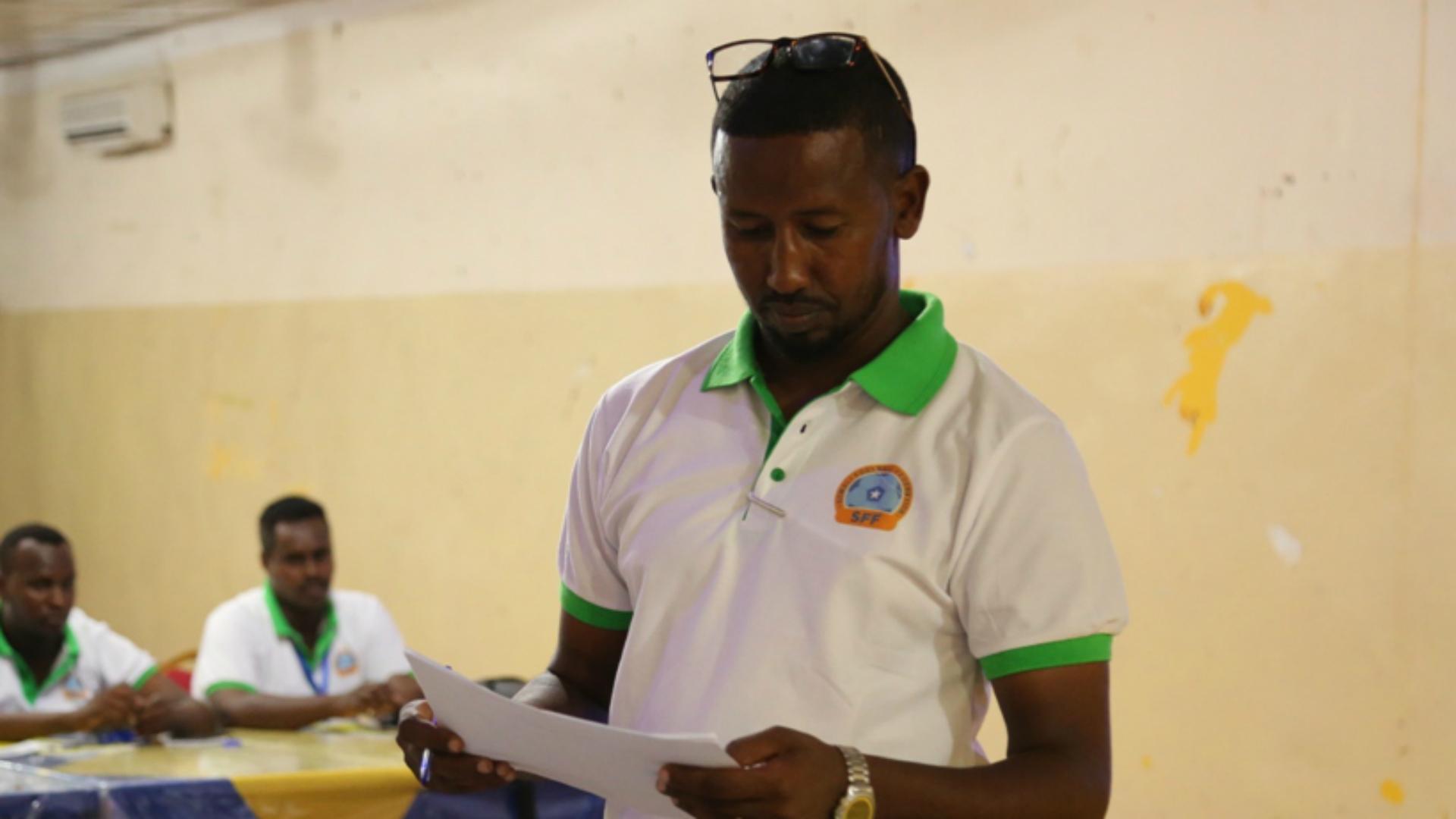 NNN: Al menos 19 personas, entre ellas presuntos militantes islamistas, murieron en un intento de fuga de la prisión en la capital somalí de Mogadiscio, dijeron las autoridades el martes. Quince presos y cuatro guardias murieron en el incidente del lunes en la prisión central, según Abdiqani Mohamed Qalaf, portavoz de la prisión en la […]