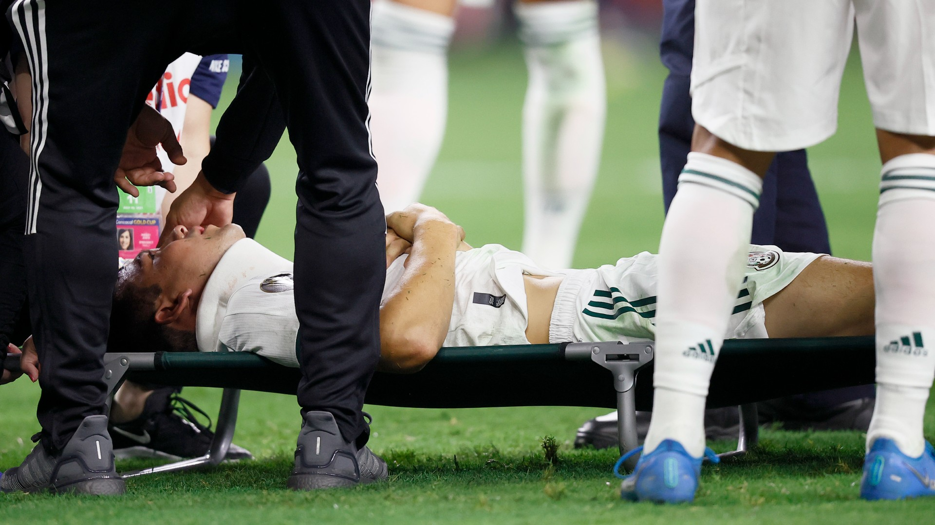 Mexico star Lozano ruled out for rest of Gold Cup after suffering gruesome  head injury | Goal.com