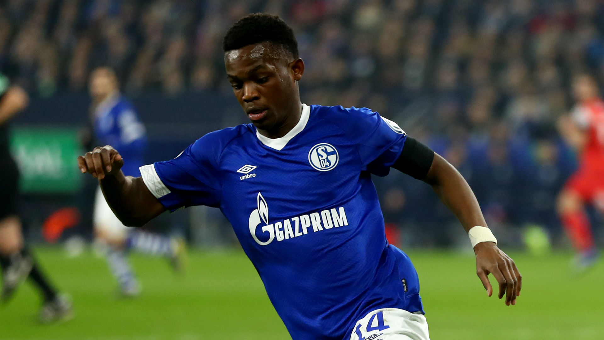"""dpa) Schalke 04 player Rabbi Matondo has apologised to the club's fans after being pictured training in the shirt of arch-rivals Borussia Dortmund. The 19-year-old Welsh winger said on social media he was """"naive"""" to wear the jersey of his friend and Borussia Dortmund player Jadon Sancho during a private session. """"I'm very sad and […]"""