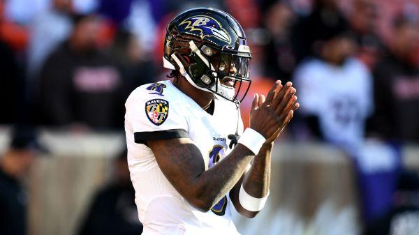 """Lamar Jackson sur Browns interviewant les Ravens OC Greg Roman: """"Ils ont besoin de se détendre"""""""