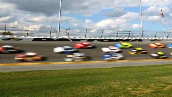 Daytona 500 rain delay updates: Weather in forecast pushes 2020 race to Monday