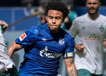 Weston McKennie wears 'Justice for George' armband during Bundesliga match