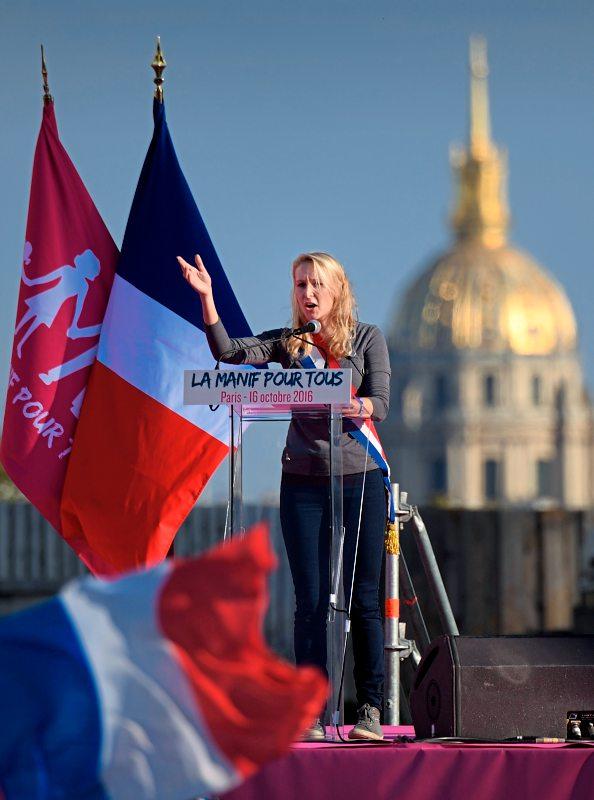foto: apa/afp/eric feferberg Unterstützt wurde die Demo von der Front National-Politikerin, Marion Maréchal-Le Pen. Sie ist Abgeordnete der Nationalversammlung und Nichte der aktuellen Parteivorsitzenden Marine Le Pen.