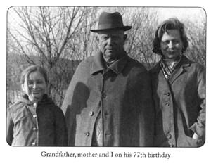 Nina Chruschtschewa mit Mutter Julia und Großvater Nikita Chruschtschow und an dessen 77. Geburtstag 1971 ...