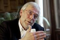 Kinder sollten den Lehrstoff nicht präsentiert bekommen, sondern ihn </p><br /> <p>sich selbst erarbeiten, meint Gerald Hüther.