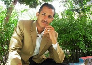 """Artikelbild: Zur Person: Zakarya Al-Sada ist der Bruder der fünften Frau Osama  Bin Ladens, die sich im gleichen Raum wie ihr Ehemann aufgehalten haben  soll, als US-Einheiten das Haus stürmten. Sie soll dabei eine  Schussverletzung am Bein erlitten haben. Sie wurde nach dem US-Zugriff in ein Militärkrankenhaus gebracht und  von den Pakistanern verhört.  Amal Ahmed Abdul Al-Fatah  Al-Sada und ihre Bruder stammen aus der Provinz Ibb. Amal heiratete Osama Bin Laden im Jahr 2000, damals  18-jährig. Die Heirat soll Teil eines """"politischen Arrangements"""" zwischen Bin Laden und einem einflussreichen jemenitischen Stamm gewesen sein, um die Rekrutierung von Al Kaida-Kämpfern im Jemen voranzutreiben (""""Lawrence Wright: The Looming Tower. Al-Quaeda and the Road to 9/11""""). Anfang Mai berichtete die Yemen Times unter Berufung auf den  pakistanischen Botschafter in Jemen, dass Amal nach Jemen zurückkehren darf. - Foto: Shatha Al-Harazi"""