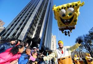 Spongebob und seine Fans bei einer Parade in New York.
