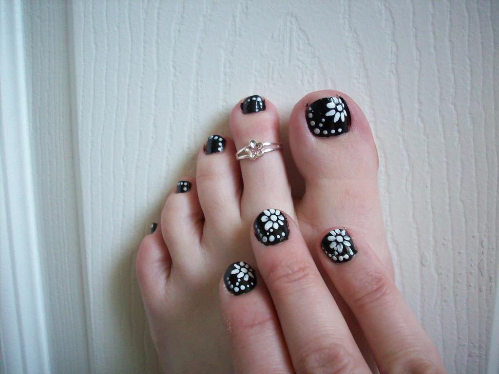 New Flower Toe Nail Design