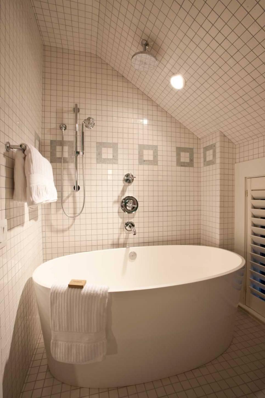 25 Bathtub Tile Designs Decorating Ideas Design Trends