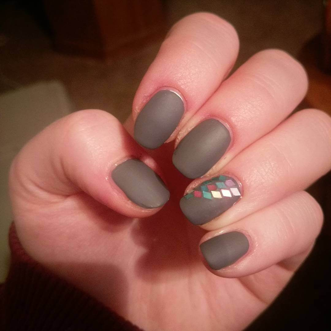 Simple And Black Nails Gold