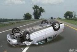 Kecelakaan 2 Mobil Di JLNT Antasari, Lalin Padat Merayap