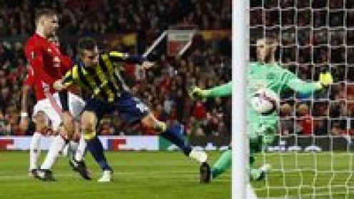 Pogba Dua Gol, MU Hantam Fenerbahce 4-1