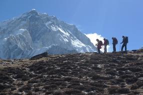 5 Ibu Usia 50 Tahunan Mendaki 5 Gunung Es di 5 Benua