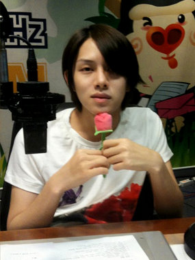 Sibuk, Heechul Berhenti Siaran 'Young Street'