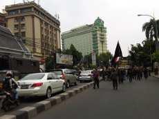 Ratusan Pendemo Long March ke Istana, Jl Cikini Macet Parah