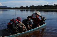 Mencari ikan di Danau Sentarum