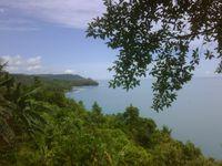 Di balik bukit menuju pantai Sorake