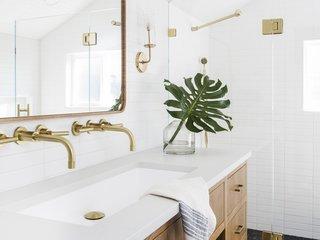 12 bathroom wall lights we love for