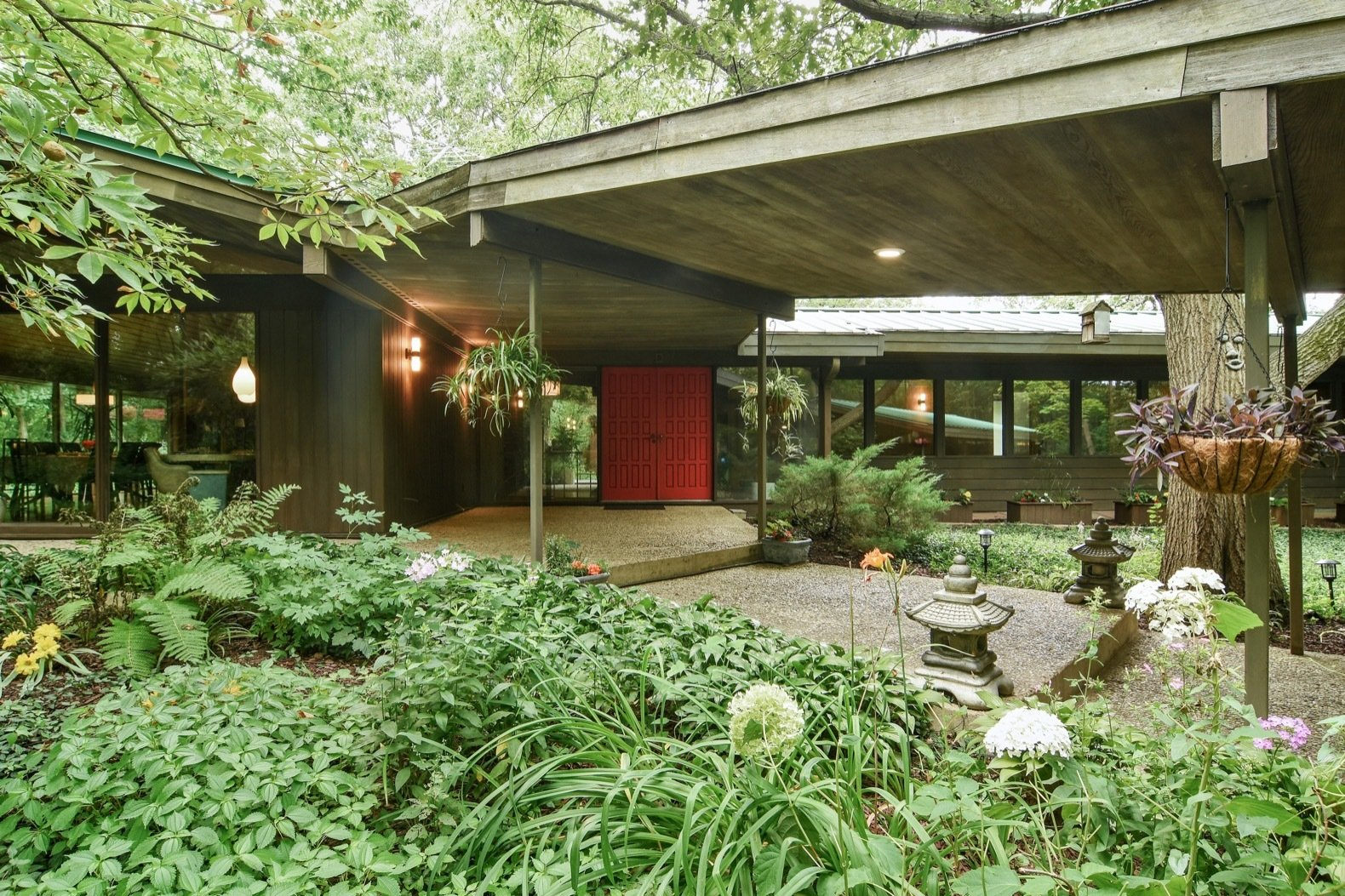 A Frank Lloyd Wright Inspired Home Near Chicago Hits The