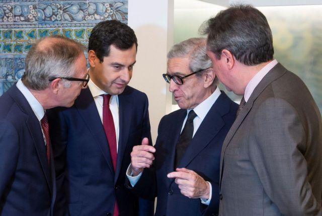 El presidente de la Junta, Juanma Moreno (2i), y el presidente de la Fundación Unicaja, Braulio Medel (2d). (EFE)
