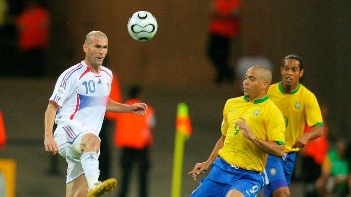Ronaldo Nazario, junto a Zidane en los cuartos de final del Mundial de 2006. (EFE)