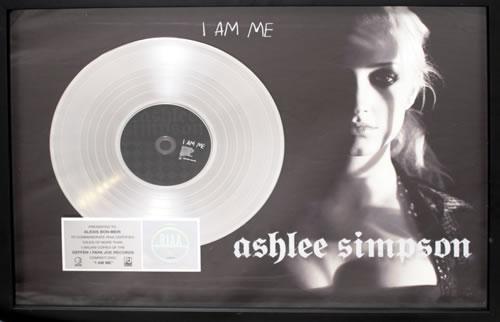 Ashlee Simpson I Am Me award disc US AHEAWIA558287