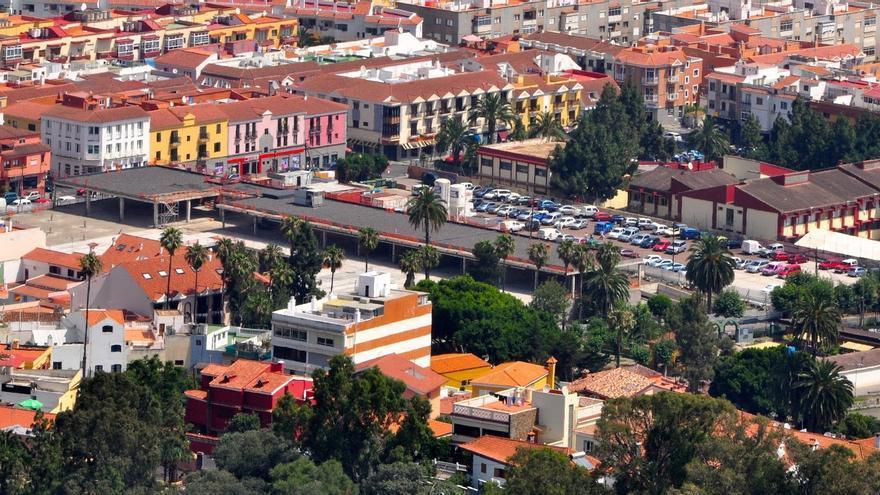 Casco antiguo en Santa Brígida donde se ven las obras paralizadas del centro comercial.