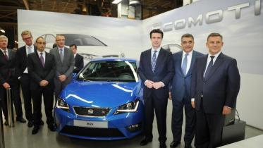El ministro de Industria, durante una visita a la planta de Seat en Martorell en mayo de 2012. Foto: Seat
