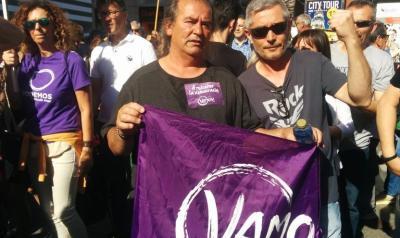Marcos y Andrés, asistentes a la manifestación de Podemos en la Puerta del Sol