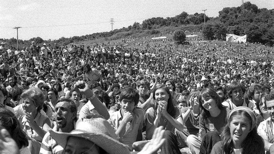 Concentración frente a la central nuclear de Lemoiz, en 1979. Foto: Archivo personal de Jonan Zinkunegi