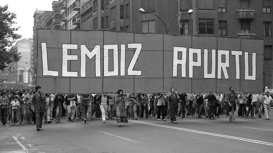 Protesta en Bilbao contra la construcción de Lemoiz, en 1981. Foto: Archivo personal de Jonan Zinkunegi.