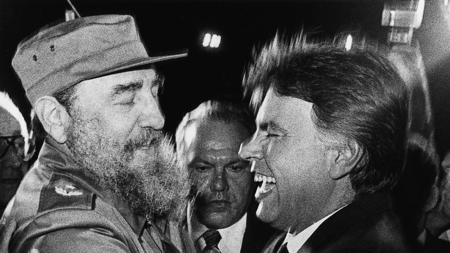LA HABANA 14-11-1986.- FELIPE GONZALEZ ES RECIBIDO POR FIDEL CASTRO EN SU VIAJE OFICIAL A CUBA.