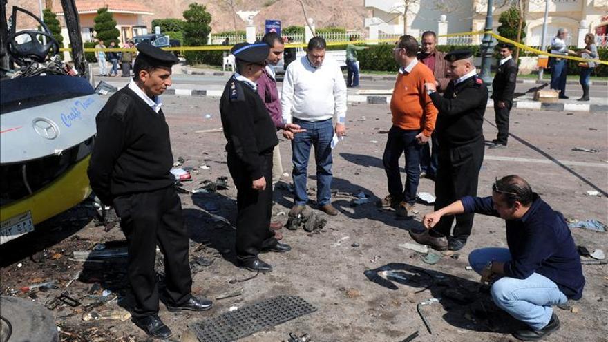 Mueren seis policías egipcios en una explosión en el norte del Sinaí