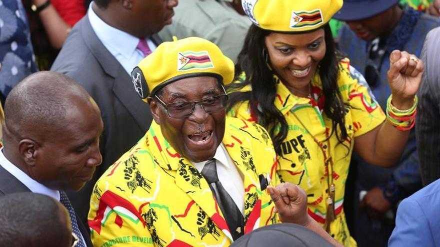 Mugabe entrega su propio nombre a Zimbabue para mantener vivo su legado